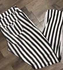 pantalone na pruge crno bele