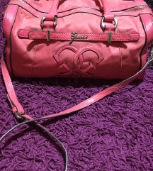 Guess pink lakovana torba medium