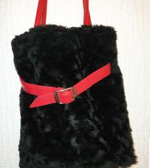 Crna krznena torba sa Crvenim kaišem ❤