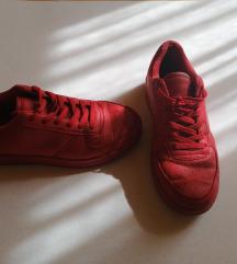 Crvene patike