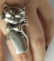 Zenski prstem Maca