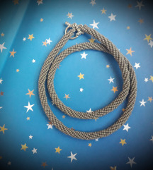 Siva kanap ogrlica