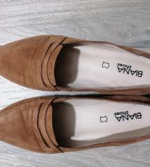 Avangardia ravne cipele