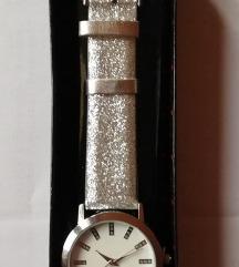 AKCIJA - Avon Robin sat u srebrnoj boji *NOVO*