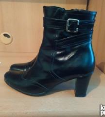 Boreli kozne cizme kao nove