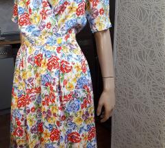 Moderna dezenirana cvetna haljina na preklop