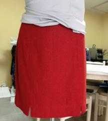 Crvena mini suknja
