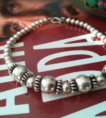 Neobicna srebrna narukvica