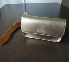 zlatna torbica oko struka