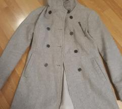 Bershka sivi kaputic samo 1500