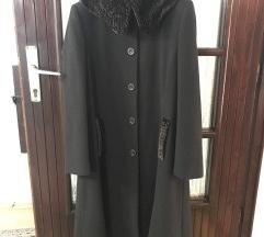 Klasičan braon kaput sa krznom za dame