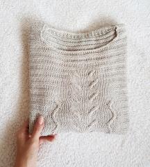 Topao i mekan bež džemper