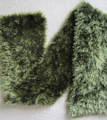 Nov Zeleni čupavi šal