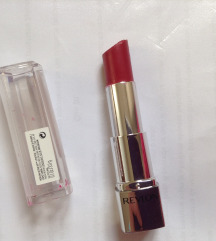 SNIZENO! Revlon Ultra HD Lipstick 820 Petunia