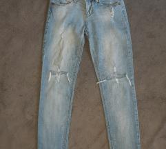 Akcija 990! Bershka predobre ripped jeans XS