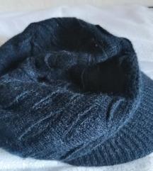 Uz dva kupljena artikla ova kapa ide na poklon