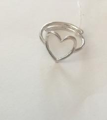 Srebrni prsten u obliku srca