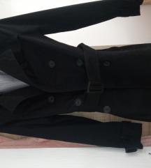 Stradivarius crni mantil