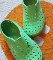 Native gumene sandale. Br. C 9, ug. oko 15.5 cm