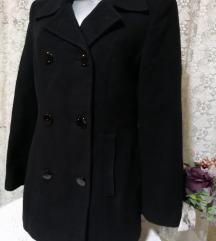 Crni strukuran kaput