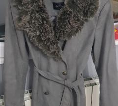 Sivi kaputic sa krznom