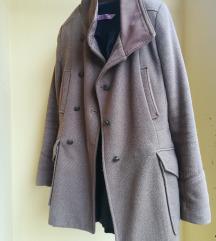 Bershka kaput s ruskom kragnom