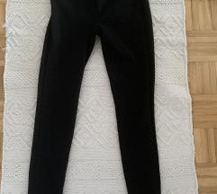 Uske crne pantalone helanke