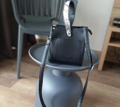 Crna mini torba