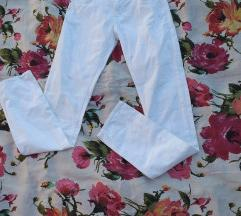 ☆Nove bele pantalone☆