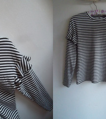 H&M oversized majica sa karnerima, M