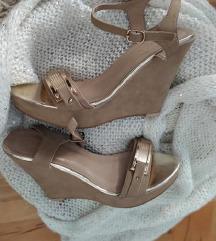 sampanj zlatne sandale