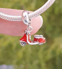 PANDORA crvena vespa S925