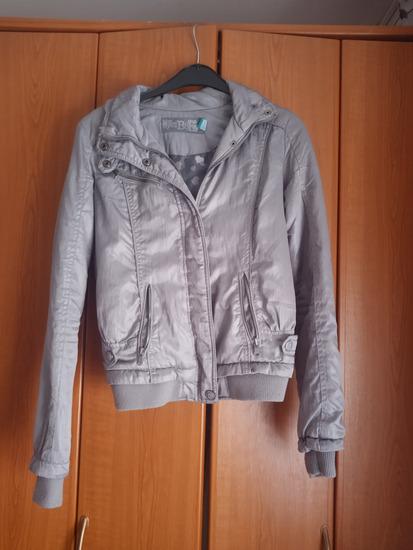 Bershka prolećna jakna