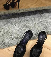 Na prodaju crne sandale