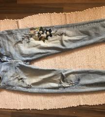 Zara mom jeans sa izvezanim cvetovima