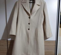 Beli krem kaput