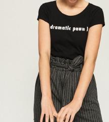 majica NOVA sa natpisom dramatic pause