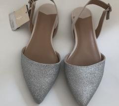 STRADIVARIUS srebrne sandale *NOVO*