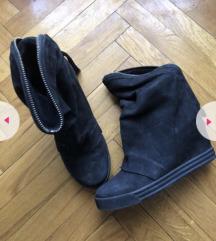 Cizme sa skrivenom petom