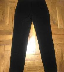 Crne pantalone