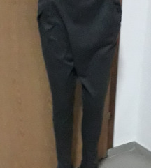 Štofane sive pantalone vel xS