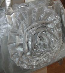 %Srebtna velika torba od mreže sa ružom
