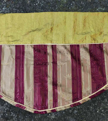 Divan svileni etno detalj kao zavesa