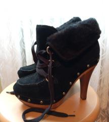 Guess zimske čizme na štiklu