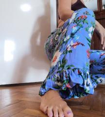 H&M duboke cvetne pantalone sa karnerom