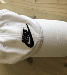 Nike beli kacket
