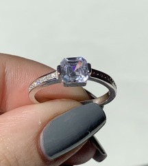 Srebrni prsten sa velikim cirkonom