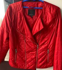 Kao nova ženska crvena jakna