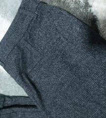 Nove štofane pantalone