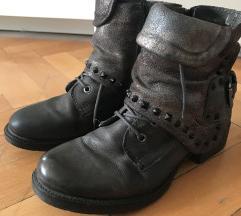 Cinti kozne cizme sa nitnama